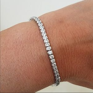 Jewelry - 14K SOLID WHITE GOLD TENNIS BRACELET 🌹